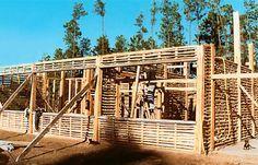 2. Enquanto subia a estrutura das paredes, instalaram-se tam...