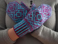 Hopi Mittens - I wonder whether I could adapt these to use double knitting. It would make the inside smoother and the mittens slightly warmer. Mittens Pattern, Knit Mittens, Knitted Gloves, Double Knitting, Hand Knitting, Knitting Designs, Knitting Patterns, Knitting Ideas, Diy Fashion Projects