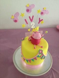 Peppa Pig cake with topper