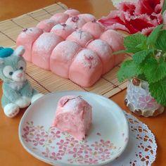 Sakura Bread Japanese Bread, Japanese Sweets, Japanese Bakery, Cute Food, Yummy Food, Kawaii Cooking, Kawaii Dessert, Cute Buns, Cooking Bread