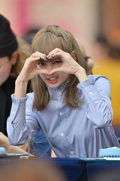 Love You lisa ❤️❤️❤️❤️ Blackpink Lisa, Jennie Blackpink, Wallpeper Tumblr, South Korean Girls, Korean Girl Groups, Lisa Blackpink Wallpaper, Blackpink Memes, Kim Jisoo, Black Pink Kpop