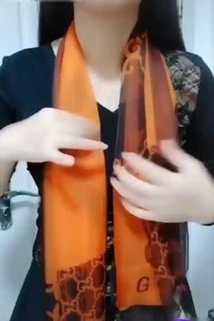 Super Scarf Tying Ideas - # tie # scarf # ideas Super Scarf binding ideas – # Linking # Scarf the # great Ways To Tie Scarves, Ways To Wear A Scarf, How To Wear Scarves, How To Wear Belts, Diy Fashion Hacks, Fashion Outfits, Fashion Scarves, Fashion Fashion, Fashion Terms