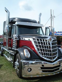 2009 International LoneStar Semi Cant wait to see this running down the road - Today Pin Heavy Duty Trucks, Big Rig Trucks, Heavy Truck, Semi Trucks, Cool Trucks, Cool Cars, Auto Jeep, Custom Big Rigs, Custom Trucks