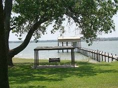 Lakefront Log Home on 1.5 Gated Acres W/ 130 Sixty Foot Oaks!