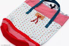 Farbenmix Adventskalender Tasche 2016 - Schaf Edition =)  #taschenähen #nähen #tasche #lilleluett #farbenmix #schafe #schäfchen #adventskalendertasche2016 #stolzemama  #webbänder #packsein