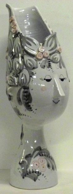 V 22 wiinblad vase figurine Vintage Love, Vintage Decor, Sculpture Clay, Sculptures, Ceramic Workshop, Ceramic Techniques, Pottery Making, Victoria And Albert Museum, Ceramic Artists