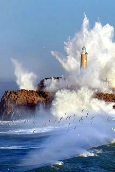LIghthouse - Mouro Island in Santander, Cantabria (by Marina Cano) - Farol - Mouro Island, em Santander, Cantabria (por Marina Cano) Fuerza Natural, Lighthouse Pictures, Beacon Of Light, All Nature, Aragon, Ocean Waves, Big Waves, Belle Photo, Mother Nature