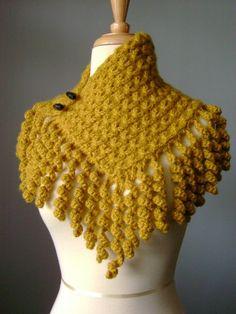 Knitted asymmetrical scarf cowl fringe Old GoldBrasil Tricô & Crochê - Handmade: Golas em tricô I WISH I could read a pattern in Spanish!BellaCrochet: Super Quick and Easy Scarflette: A FREE crochet pattern for youSALE Handknit asymmetrical cowl n Crochet Scarves, Crochet Shawl, Crochet Clothes, Knit Crochet, Crochet Fringe, Knitted Cowls, Free Crochet, Cast On Knitting, Loom Knitting