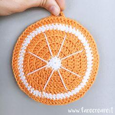 Nuovo schema nel blog farecreare.it, oggi lavoriamo una presina a forma di arancia uncinetto IPERVITAMICA.