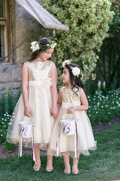 flower crowns for the girls, love!
