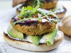 Wortel-sesamburgers met avocado - Libelle Lekker!
