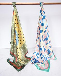 Artículos similares a Autumn Colors Silk Scarf // Dot pattern // Green, mustard and blue // Square silk // Neck scarf // Silk Scarf // mothers day // Hand made en Etsy Silk Neck Scarf, Silk Scarves, Scarf Packaging, Scarf Display, Scarf Design, Scarf Hairstyles, Square Scarf, Scarf Styles, Textile Design