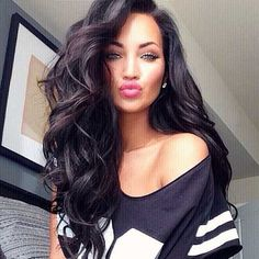 Looking for long wavy hairstyles? Here are 16 sexy long hairstyles for you. It's time to go crazy on it, Click for a peek