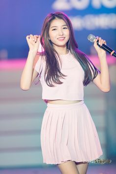Imagem embutida Pop Group, Girl Group, Gfriend Sowon, Boys Over Flowers, G Friend, 24 Years Old, Stage Outfits, Kpop Girls, My Girl