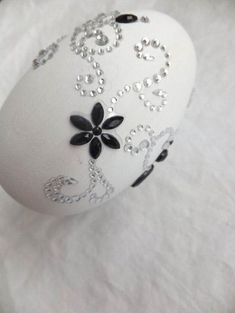easter ideas in black and white colors, spring holiday table centerpieces Contemporary Cottage, Contemporary Interior, Contemporary Building, Contemporary Apartment, Contemporary Office, Contemporary Architecture, Modern Contemporary, Egg Crafts, Easter Crafts