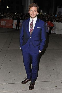 """Sam Claflin is a gem in this jewel tone suit at """"The Riot Club"""" premiere - TIFF Fashion"""