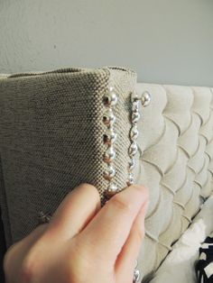 Diy headboard tufted easy nailhead trim 44 new Ideas Diy Tuffed Headboard, Tufted Headboards, Headboard Ideas, Furniture Projects, Furniture Makeover, Diy Furniture, Building Furniture, Furniture Design, Head Boards