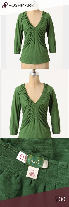 Anthropologie Split ladder tee! Anthropologie ETT twa Green Split ladder Tee! Size Small. Excellent condition! Elastic around the sleeves! Great detail! 23 inches long! Anthropologie Tops Blouses