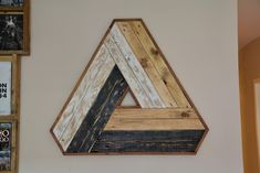 Figura geométrica basada en el diseño Penrose hecha íntegramente con madera de palet. Geometric picture based on Penrose's design made 100% from pallet wood Mirror, Furniture, Home Decor, Wood, Blue Prints, Drawings, Decoration Home, Room Decor, Mirrors