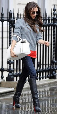 Victoria Beckham's London street style. Want these boots! Love the whole look! Street Look, Looks Style, Looks Cool, Mode Victoria Beckham, Victoria Beckham Outfits, Vic Beckham, Star Wars Outfit, Elegante Y Chic, Style Feminin