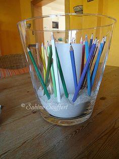 Stifte um Kerze in Vase, Deko                                                                                                                                                     Mehr