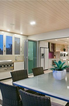 Inside and outside kitchen. Elite Holiday Home Oceans 74. https://www.eliteholidayhomes.com.au/properties/oceans/ #luxuryhomes #luxury #beachfront #eliteholidayhomes #affordableluxury #goldcoast #holiday #travel #australia