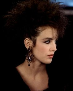 Isabelle Adjani in Subway, by Luc Besson Isabelle Adjani, Hollywood Glamour, Hollywood Stars, Old Hollywood, Gq, Luc Besson, Film World, Camille Claudel, Woman Movie