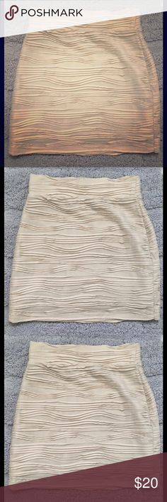 """Silence+Noise Short Mini Bodycon Pencil Skirt XS Gorgeous skirt by Silence+ Noise Very stretchy and form fitting. Silky. Measurements flat, unstretched: Waist: 11.5"""" Length: 14"""" Smoke free! silence + noise Skirts Mini"""