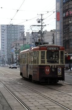 Tram running in Hakodate city of Japan. 函館市内を走る路面電車。