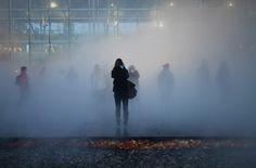 Nuit Blanche  Beau brouillard Stars attendues de la soirée, les fumigènes de Fujiko Nakaya vont habiller la toute nouvelle place de la République d'un authentique nuage. On appelle ça de la météorologie d'art, et vous serez au centre du tableau.