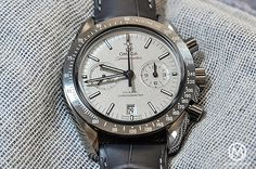 Monochrome Monday: Reviewing the Omega Speedmaster Lunar Dust