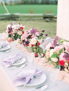 Outdoor pastel tablescape