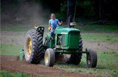 Agriculture Corner – Women seek to put new face on big agriculture Old Tractors, John Deere Tractors, John Deere 2010, American Agriculture, Farm Women, Trucks And Girls, New Face, Farm Life, Homesteading
