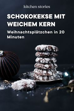 Schokokekse mit weichem Kern Besides all that and the pastry too should ours too biscuit with soft core by no means absent. A chocolaty dessert, which is not so popular for nothing. It is simply prepared and enriches each one Chocolate Biscuits, Chocolate Donuts, Vegan Chocolate, Chocolate Desserts, Chocolate Chip Cookies, Baking Recipes, Cookie Recipes, Dessert Recipes, Pecan Desserts