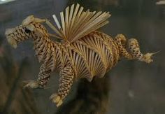 Circa 1980 - a dragon corn dolly. Photos from the Museum of Rural Life in Reading, Berkshire, England. Straw Weaving, Paper Weaving, Basket Weaving, Wheat Wedding, Corn Dolly, Corn Husk Dolls, Straw Crafts, Willow Weaving, Beautiful Dragon