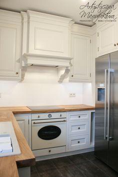 kuchnia angielska skrzyniowa, meble zabudowy klasyczne, classic style kitchen, custom kitchen cabinets, offwhite traditional kitchen with wooden countertop