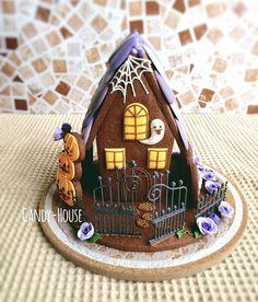 ブログやクッキー教室の名前にもなった「お菓子のおうち」。由来はこのヘクセンハウス。 久々に、ハロウィンバージョンで作ってみました( ^ω^ ) もちろん全部食べられます♡ ワイン食堂matsuにて飾らせて頂く予定。 是非後ろからも見てみて下さいね(o^^o) #アイシングクッキー教室 #ハロウィン #アイシングクッキー #クッキー #ヘクセンハウス #お菓子のおうち #学芸大学 #ワイン食堂matsu #スペイン料理 #icingcookies