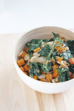 Oh Boy! Totalmente obcecada com a combinação verde + laranja! edible rooms: warm lima bean salad with roasted yams and wilted kale.