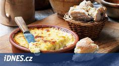 Zapomeňte na smažený sýr, stálici jídelních lístků českých pohostinství i rodinných jídelníčků od Aše až po Jablunkov. Tyhle báječné sýrové dobroty se nesmaží v trojobalu, nýbrž pečou v troubě. Vynikne tak jejich chuť i struktura a hlavně – jsou nejen lahodné, ale také mnohem zdravější.