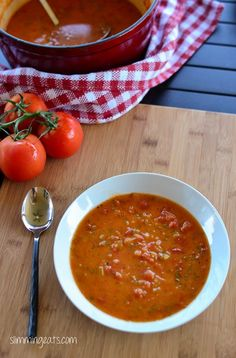 Slimming Eats Tomato and Basil Soup - gluten free, dairy free, paleo, Vegetarian, Slimming World (SP) and Weight Watchers friendly Image Healthy Food, Healthy Foods To Eat, Healthy Eating, Slimming Eats, Slimming World Recipes, Healthy Dinner Recipes, Diet Recipes, Diet Meals, Diet Foods