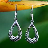 Silver cut-out dropearringsfrom Novica