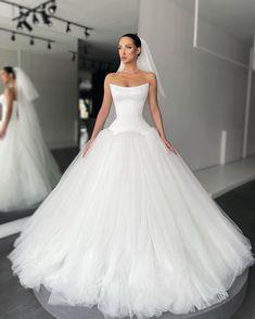 Bridal Dresses, Wedding Gowns, Prom Dresses, Formal Dresses, Long Dress Fashion, Red Carpet Dresses, White Fashion, One Shoulder Wedding Dress, Dream Wedding