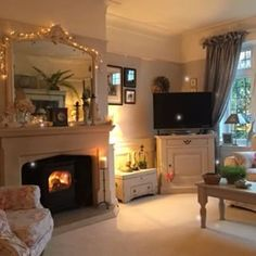 my living room is the same layout, this style would be lovely Cottage Living Rooms, Cottage Interiors, New Living Room, Living Room Decor, Lounge Decor, Lounge Seating, Cosy Lounge, Lounge Ideas, Cottage Shabby Chic