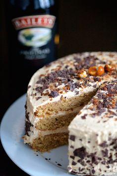 Tarta de Baileys y dulce de leche Other Recipes, Sweet Recipes, Cake Recipes, Snack Recipes, Healthy Recipes, Baileys Cake, Delicious Deserts, Drip Cakes, Cake Shop