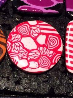 Bague en Fimo pâte polymère Ronde abstrait blanc et rouge 3 cm : Bague par ys-creations
