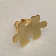 Anillo hermoso de rompecabezas, bañado en oro y hecho a mano