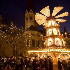 Começou a Feira de Natal de Bonn #alemanha  #porquenaotravels  #natal #feiradenatal