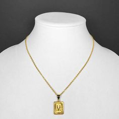 Oppdatering: UTSOLGT.   På salg nå 50%! Så blir under tollgrensen. Vil ikke ha det hvis det blir toll, da blir det for dyrt. Vil ha med A.   18k Gold Filled Initial Medallion Letter Pendant Necklace