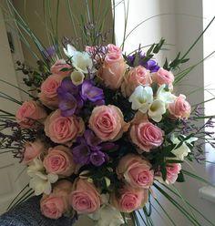 Bouquet of roses and freesia by ROSMARINO / Kytice růží a frézií