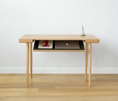 A Wooden Writing Desk with a Secret. The Wynd Writing Desk is a sleek and functional piece of furniture by the Manhattan-based designer Piet Houtenbos. Woodworking Bench For Sale, Woodworking Desk Plans, Woodworking Equipment, Woodworking Classes, Woodworking Apron, Wood Writing Desk, Wood Desk, Solid Wood Furniture, Furniture Design